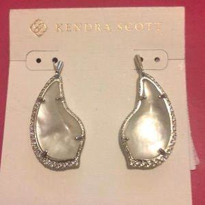 Kendra Scott Tulip Drop Earrings NWT